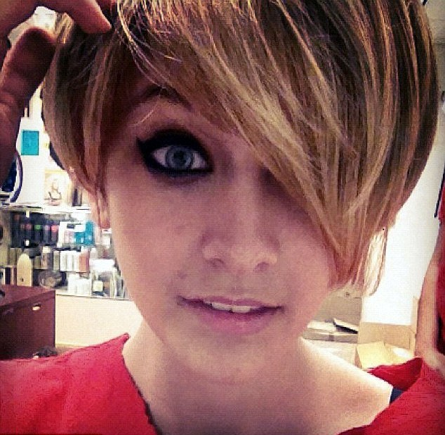 Paris-Jackson-Michael-Jackson-Daughter-Hair-Cut-2012-5